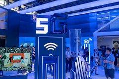 Představení mobilní generace 5G na vědecké konferenci v Šanghaji.