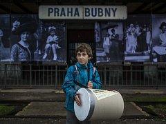 Happening Bubnování pro Bubny při příležitosti výročí prvního židovského transportu z Prahy do koncentračních táborů, jehož nástupní stanicí bylo nádraží Bubny, proběhl 16. října v Praze.