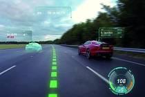 Jaguar Virtual Windscreen využívá celé čelní okno jako displej pro zobrazování ikon varování, rychlosti či navigace.