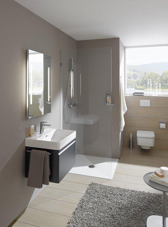 Stále víc se prosazují bezvaničkové sprchové kouty včetně jejich průchozích variant.