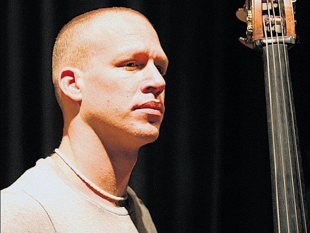 KONTRABASOVÝ GÉNIUS. Avishai Cohen bývá předními kritiky řazen k nejvlivnějším jazzmanům současnosti.