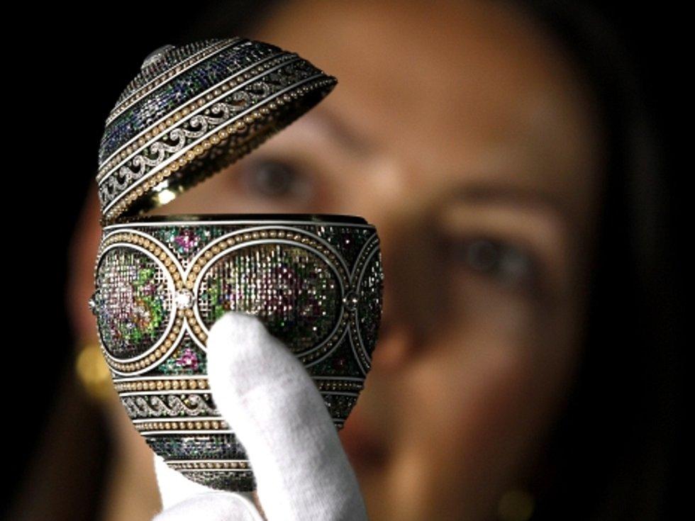 Jedno z Fabergého vajec. Odhaduje se, že vajec bylo vyrobeno kolem 50, z nich se dochovalo 42.