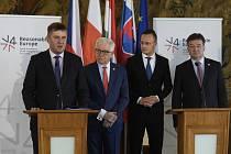 Ministři zahraničí V4 (zleva) český Tomáš Petříček, polský Jacek Czaputowicz, maďarský Péter Szijjártó a slovenský Miroslav Lajčák