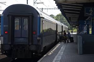 Vlakové nádraží, železnice - ilustrační foto