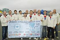 Parta dvanácti lidí odlétla v pátek 28. května 2010 z letiště v Dlouhé Lhotě u Příbrami na expedici Balkan 2010. Za týden chtějí přeletět patnáct jihoevropských států a pět moří. Deník jim popřál šťastný let.