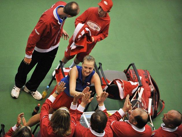 České tenistky vstoupí do nedělní bitvy Fed Cupu Světové skupiny I. proti Španělsku za stavu 1:1. Kvitová si poradila se Suárezovou dvakrát 6:4. Benešová nestačila na Llagosteraovou.