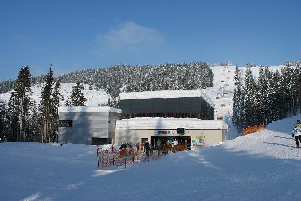 Lyžařské středisko Dachstein-West na pomezí Horních Rakous a Salcburska