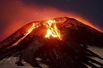Sopka Villarica je jedním z mála vulkánů na světě s aktivním lávovým jezerem.