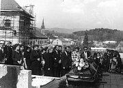 Pohřeb Pavla Wonky v květnu 1988 ve Vrchlabí. Zemřel 26. dubna 1988 za dosud nevyjasněných okolností v cele kriminálu v Hradci Králové, utýraný komunistickým aparátem