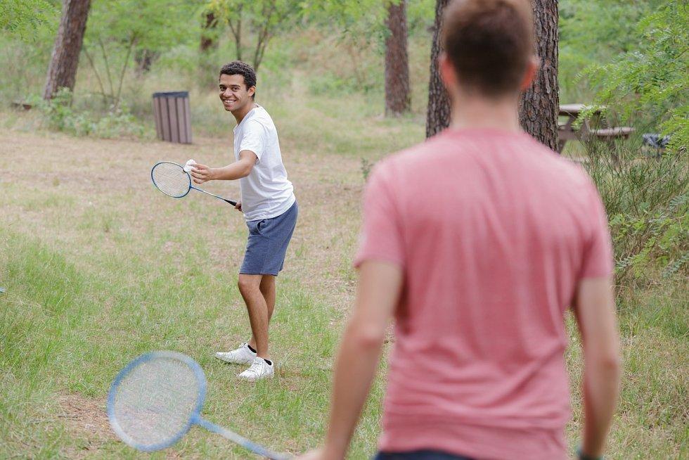 Badminton je zábava i sport, který zvládne dítě i senior.