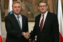 Mirek Topolánek během jednání se svým finským protějškem Matti Vanhanenem.