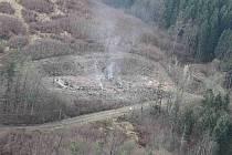 Záběr na vybuchlý sklad číslo 12 ve vrbětickém areálu.