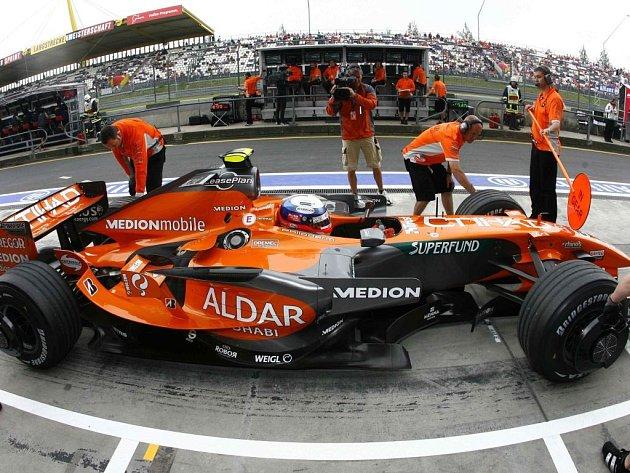 """NOVÁ KREV Z JAPONSKA. V barvách nizozemského týmu Spyker se představí """"kamikaze"""" Sakon Jamamoto."""