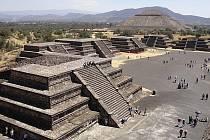 Pyramida v Teotihuacánu