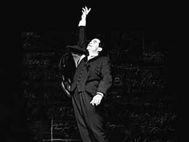 Doctor Atomic. John Adams zpracoval ve své opeře závažnou událost moderní historie - sestrojení atomové bomby.