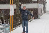 Studená fronta, která ve středu 13. dubna 2011 postupovala od západu přes Českou republiku, s sebou přinesla přeháňky, a to i sněhové. Sníh napadl například na Božím Daru na Karlovarsku.