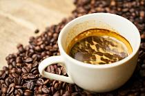 Káva, kavárna, pití kávy. Ilustrační foto