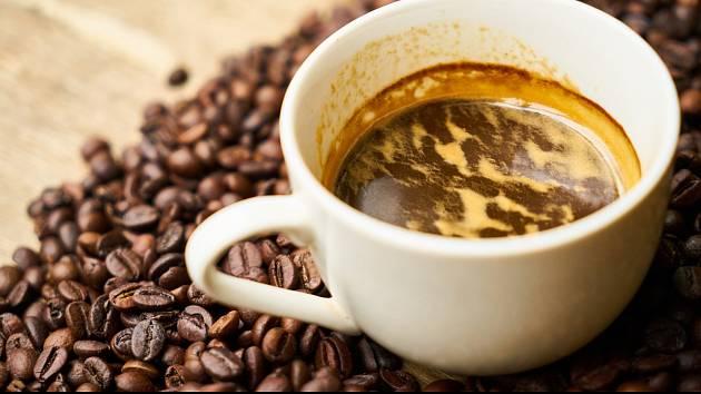 Káva růstu dětí nijak nebrání, zjistili vědci.