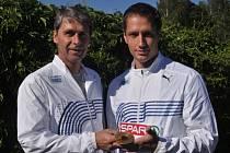Mistr Evropy oštěpař Vítězslav Veselý (vpravo) a jeho trenér Jan Železný.