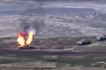 Záběr na hořící ázerbájdžánský tank po útoku arménské armády v Náhorním Karabachu