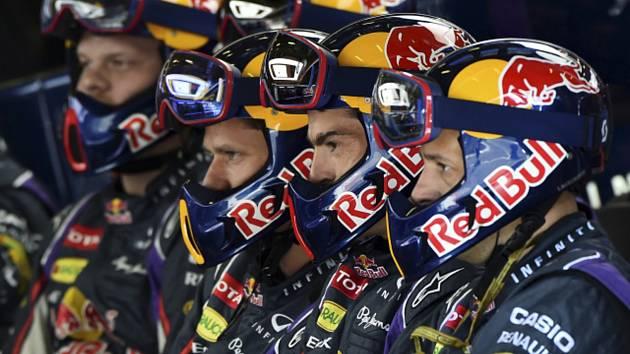 Mechanici stáje F1 Red Bullu
