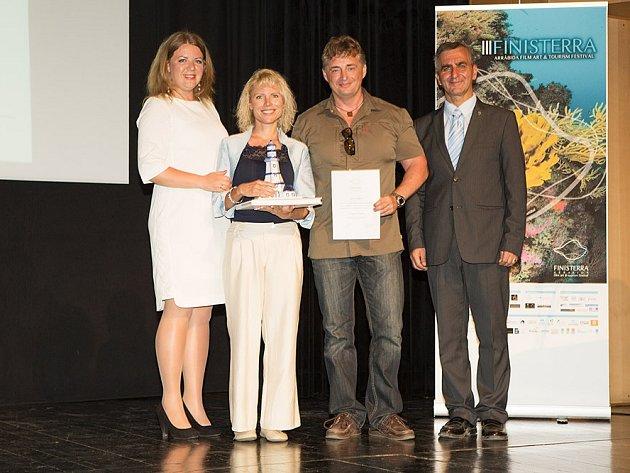 Dokument Escape to Vanuatu, čtvrtý ze série cestopisů Petry Doležalové a Libora Špačka věnovaných nejkrásnějším místům planety, si podmanil diváky i porotu mezinárodního filmového festivalu.