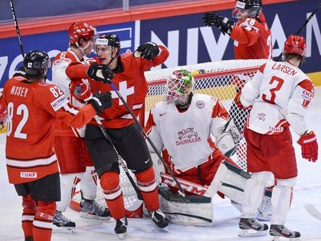 Švýcarsko na světovém šampionátu splnilo roli favorita a zdolalo Dánsko 4:1.