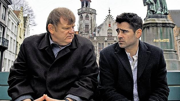 ZABIJÁCI V BRUGGÁCH. Ken (Brendan Gleeson) a Ray (Colin Farrell) se v belgickém městě vždycky tak dobře nebaví. Divák ale bude.
