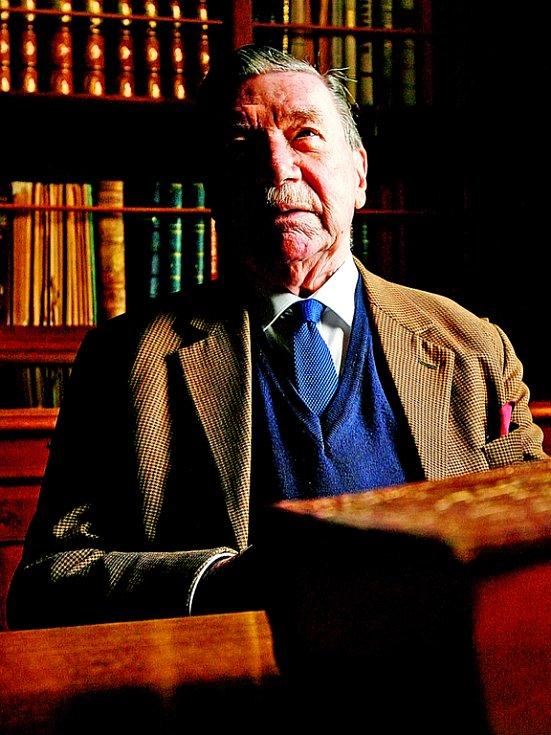 Zdeněk Sternberg rozjímá v hradní knihovně