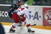 Hokejisté Slavie (v sešívaném) proti Liberci.