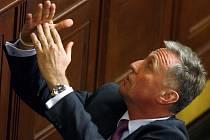 Vláda Mirka Topolánka padla. Nominujte své kandidáty na nového premiéra i ministry.