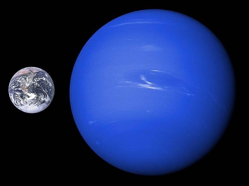 I když je z plynných obrů Sluneční soustavy Neptun považován za menšího, oproti Zemi jde o obrovskou planetu.