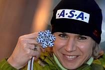 Kateřina Neumannová se stříbrnou medailí.
