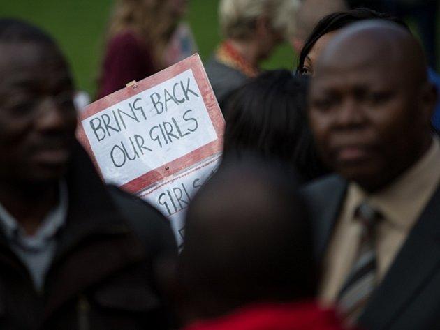 Demonstrace za osvobození unesených dívek.