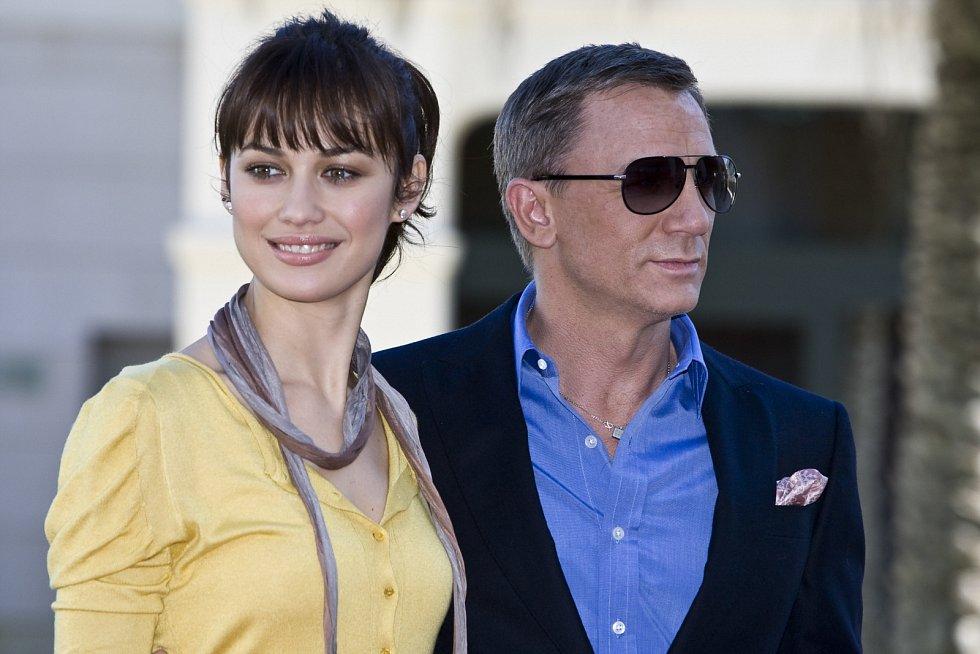 Olga Kurylenko a filmový James Bond Daniel Craig.