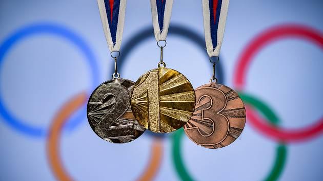 Cenné kovy pro medailisty OH v Tokiu.