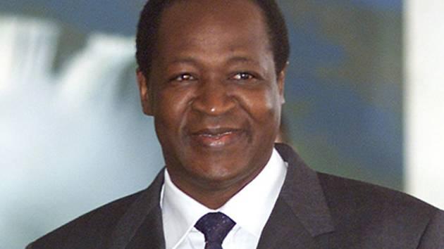 Prezident Burkiny Faso Blaise Compaoré, jehož snaha zajistit si úřad na další funkční období tento týden vyvolala rozsáhlé nepokoje, 31. října rezignoval.
