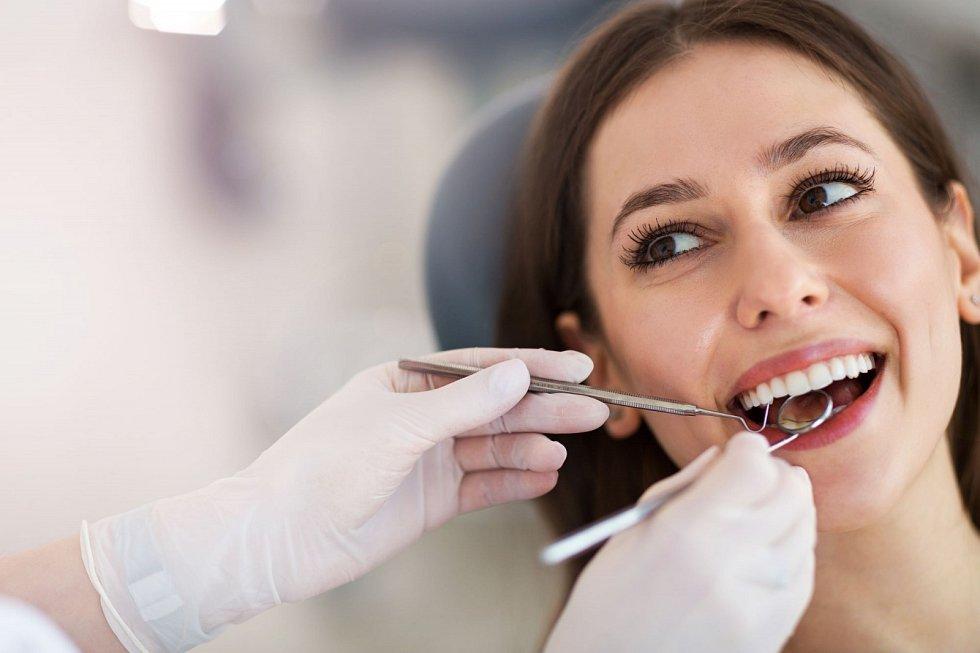 Zubní plak je schopen vytvořit kaz už během jediného dne.