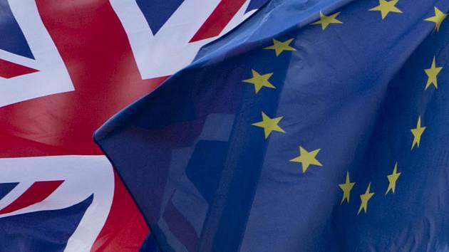 Vlajky EU a Británie. Ilustrační foto