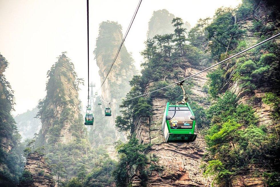 Kromě výtahu se můžete na vrcholky Čang-ťia-ťie dostat také lanovkou