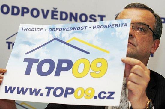Zakladatel strany TOP 09 Miroslav Kalousek během tiskové konference konané 11. června 2009 v Praze, na které členové přípravného výboru seznámili novináře s programem strany a jejími stanovami.