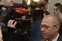 U Městského soudu v Praze začalo 20. ledna hlavní líčení v případu údajné korupce při nákupu vozů Tatra pro českou armádu. Obžalováni jsou bývalý ministr obrany Martin Barták (na snímku) a zbrojař Michal Smrž.