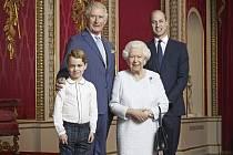 Britská královna Alžběta II. s následníky trůnu princi Charlesem, Williamem a Georgem. Snímek byl pořízen v Buckinghamském paláci 18. prosince 2019