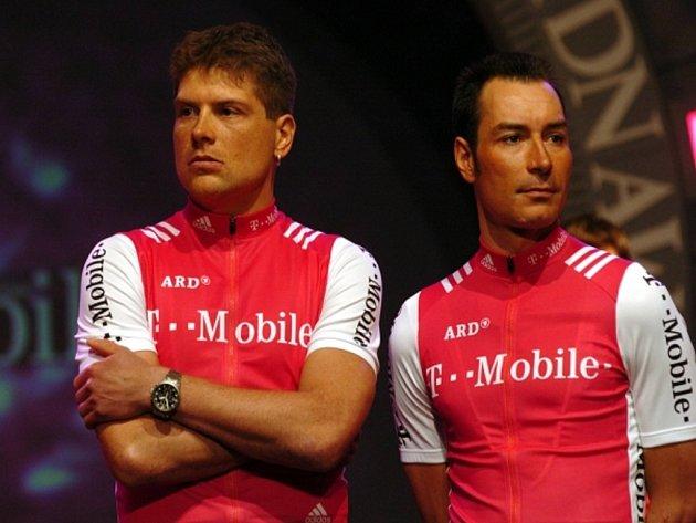 Dopingoví hříšníci cyklisté Erik Zabel (vpravo) a Jan Ullrich.