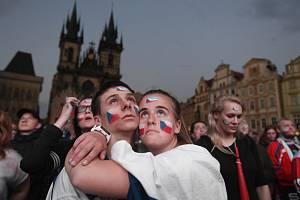 Lidé sledovali 25. května 2019 na Staroměstském náměstí v Praze přímý přenos semifinálového utkání MS v ledním hokeji Česká republika proti Kanadě