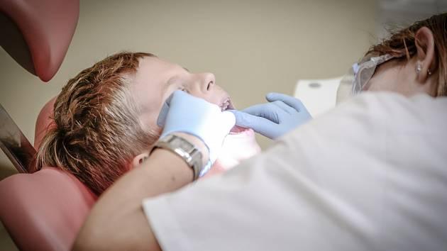 Dítě u zubaře - Ilustrační foto