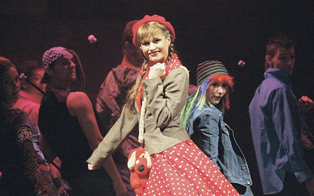 Jolana Smyčková v ústeckém Divotvorném hrnci zpívá i tančí, je jí stále plné jeviště.