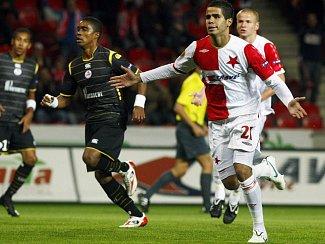 Tijani Belaid v pohodě proměnil penaltu a Slavia v tu chvíli vedla.