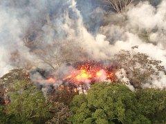 Havajská sopka Kilauea devastuje široké okolí.