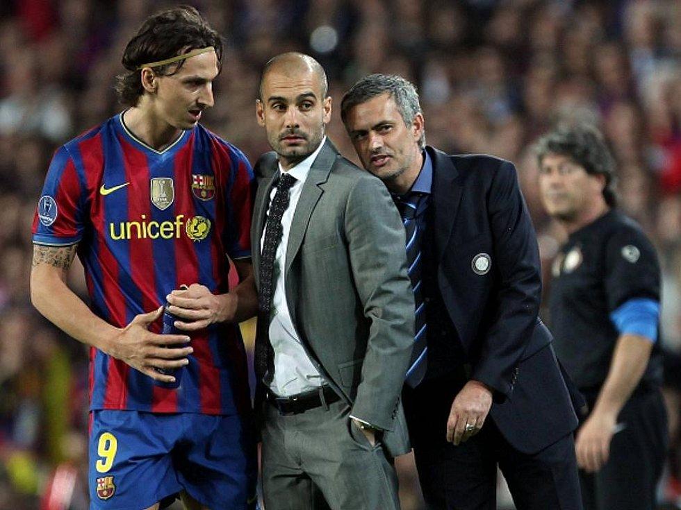 Kanonýr Zlatan Ibrahimovic (vlevo) s trenérem Barcelony Josepem Guardiolou (uprostřed) a José Mourinhem.